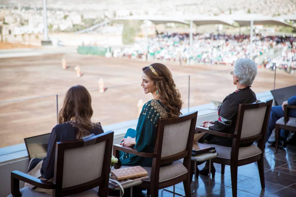 La reine Rania de Jordanie aux cotés de sa fille, la princesse Salma.