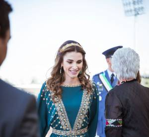 Rania de Jordanie : soleil d'Orient dans sa sublime robe bleu