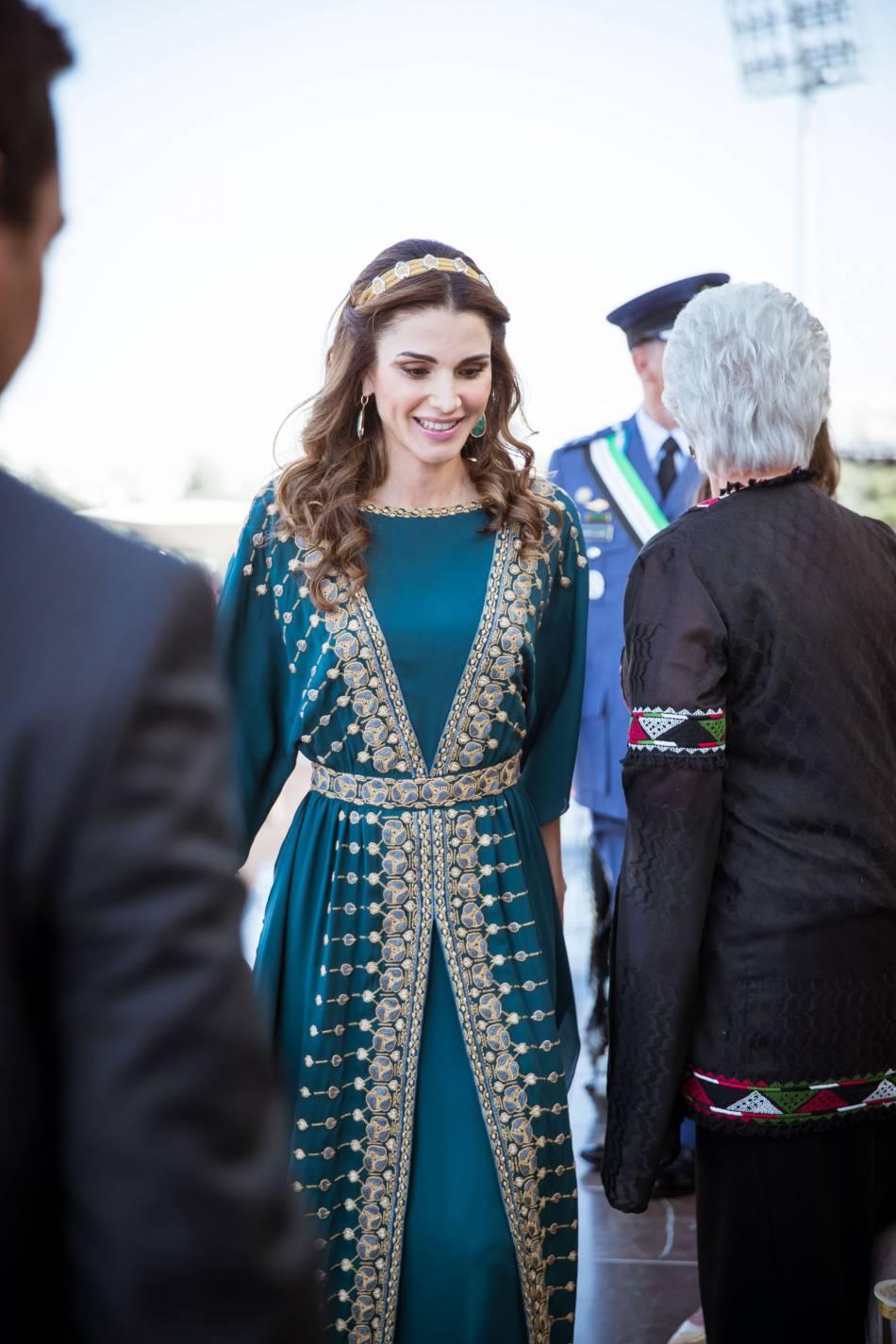 Rania de jordanie soleil d 39 orient dans sa sublime robe for Rosier princesse d orient
