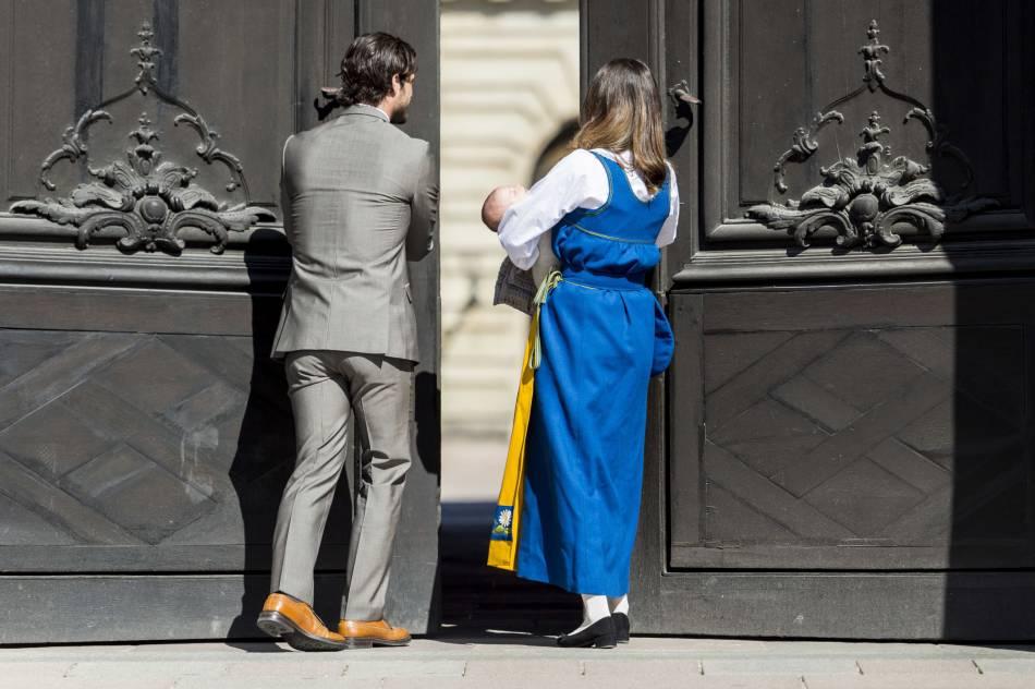 Carl Philip et Sofia ont ouvert les portes du Palais Royal de Stockholm, comme le veut la tradition.