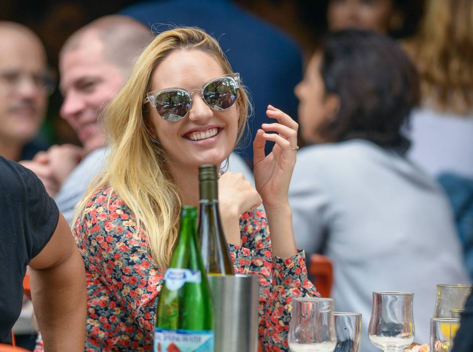 Candice Swanepoel déjeune à New York le 5 juin 2016.