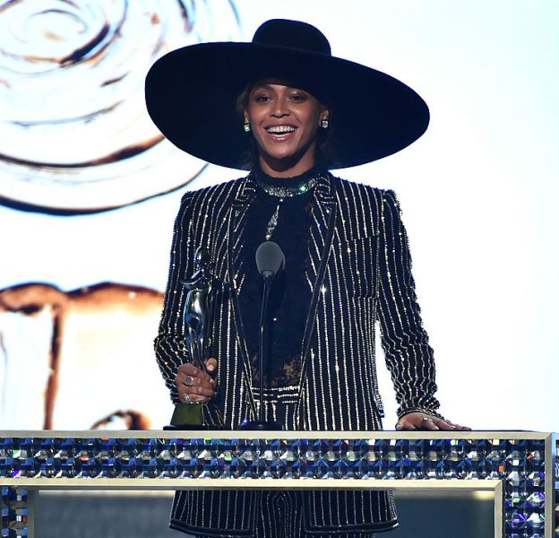 Beyoncé a remporté le titre d'icône de la mode 2016 aux CFDA Fashion Awards.