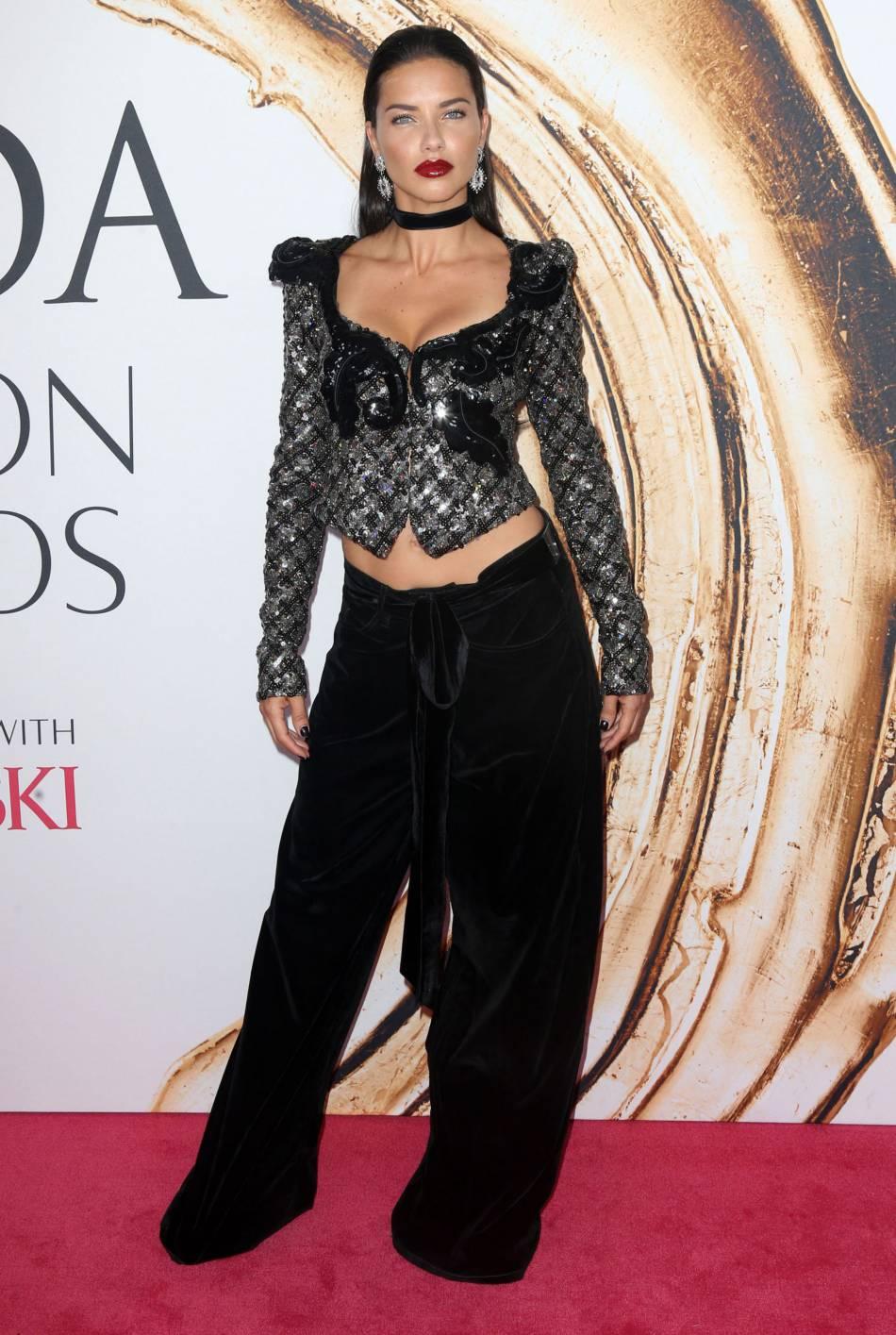 Adriana Lima lors des CFDA 2016.