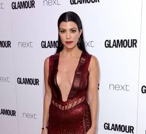 Kourtney Kardashian décolletée jusqu'au nombril, elle fait craquer Londres