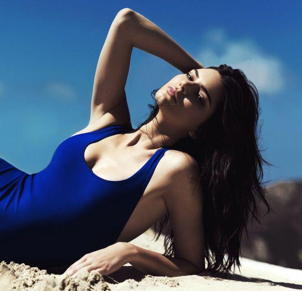 Maillot bleu une pièce, Kendall + Kylie chez Topshop, 55€.