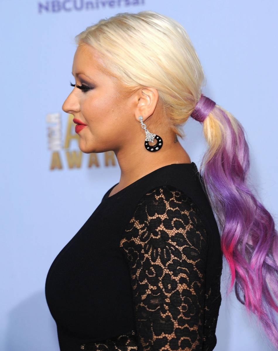 Christina aguilera a d j fait de nombreux changements capillaires tie and dye color cheveux - Tie and dye cheveux boucles ...
