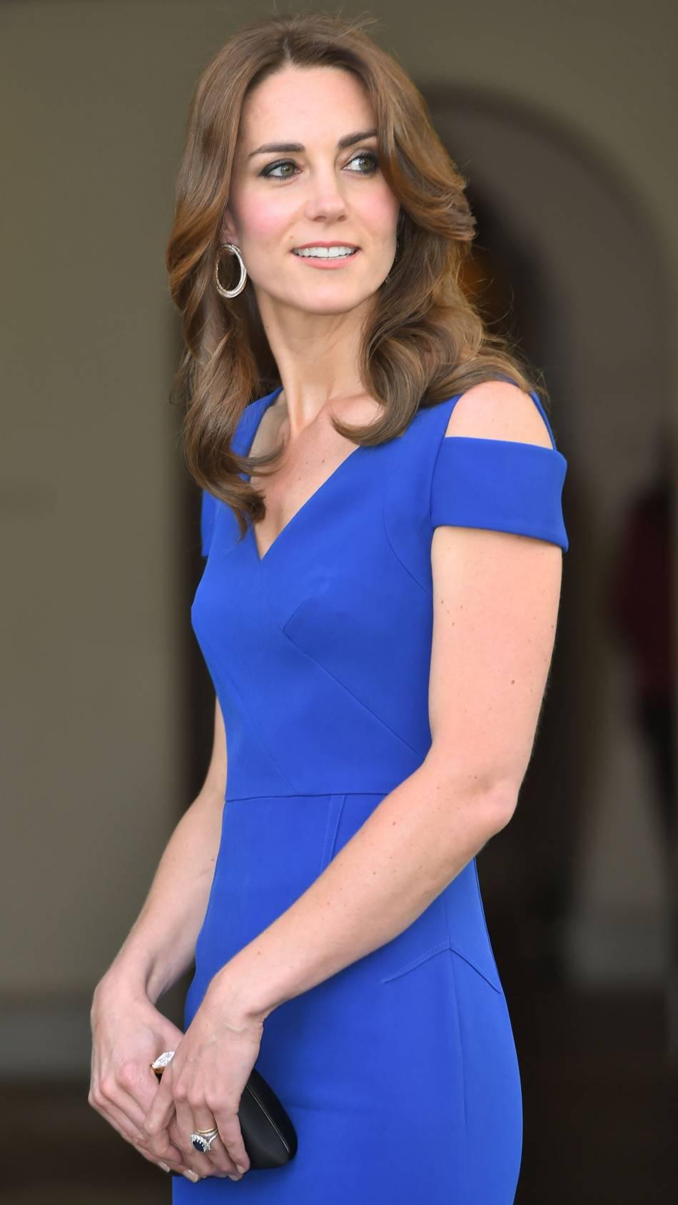 Kate Middleton possède une taille de guêpe.
