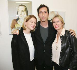 """Léa Seydoux, Stéphane Foenkinos et Karin Viard à l'exposition """"55 Politiques"""" à l'Espace Dupin à Paris le 9 juin 2016."""