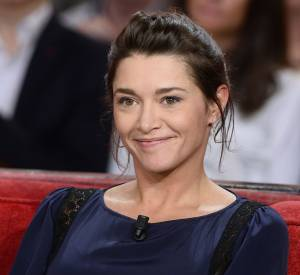 """Emma de Caunes lors de l'enregistrement de l'émission """"Vivement Dimanche"""" à Paris le 17 février 2016."""