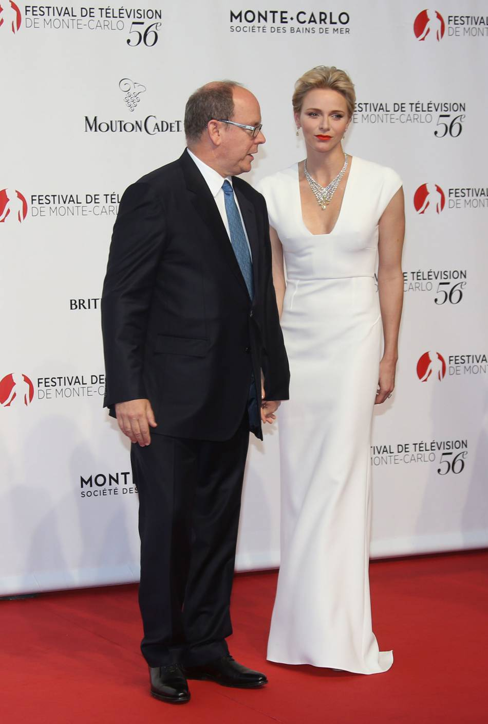 Le prince Albert II et la princesse Charlène de Monaco : la belle a osé une robe plus décolletée que jamais !