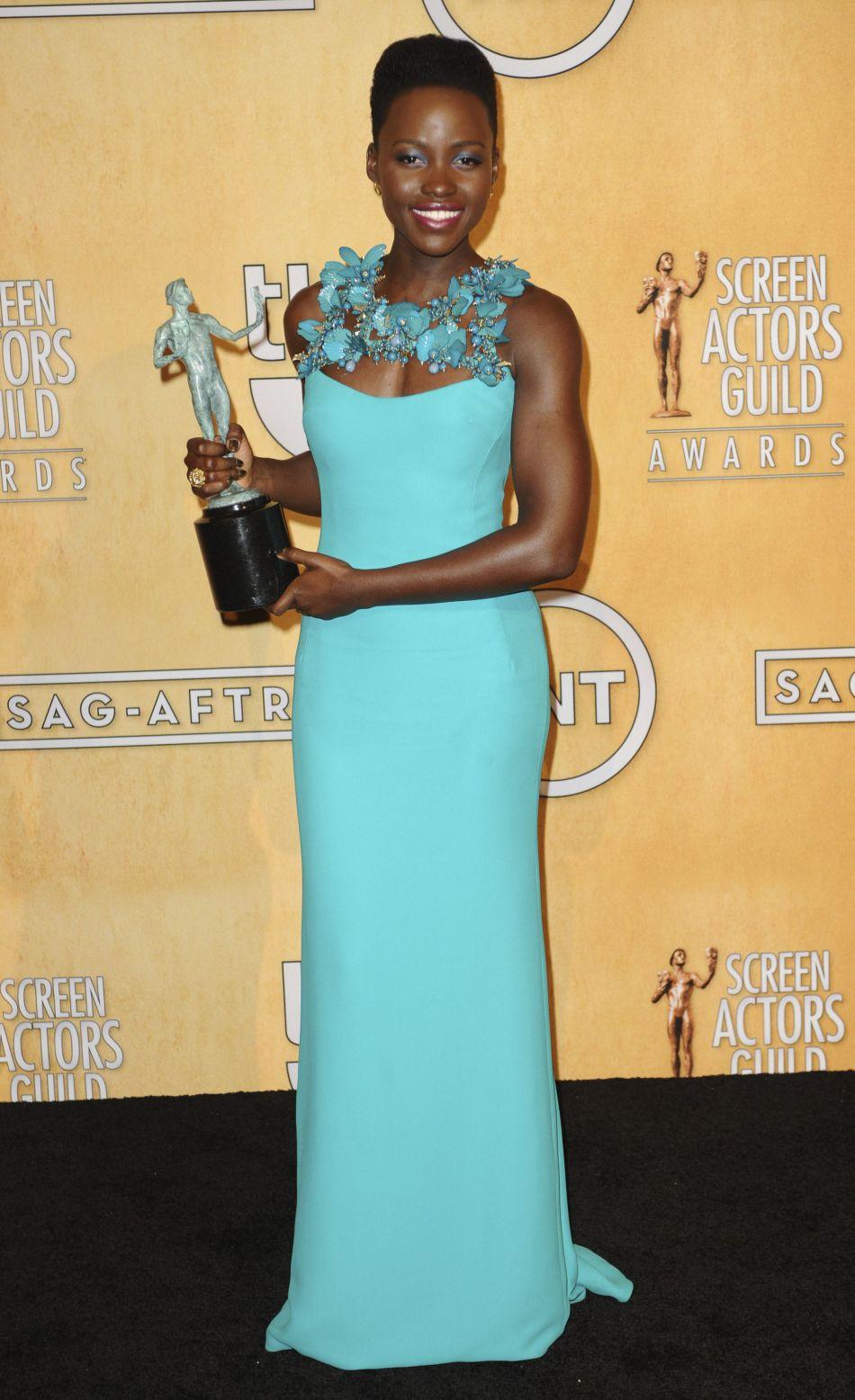 Lupita Nyong'o est la pro des couleurs pop.