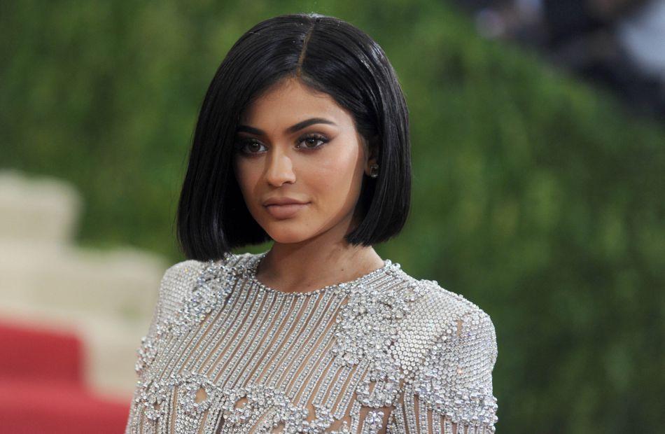Encore hier, Kylie Jenner avait un carré noir court.