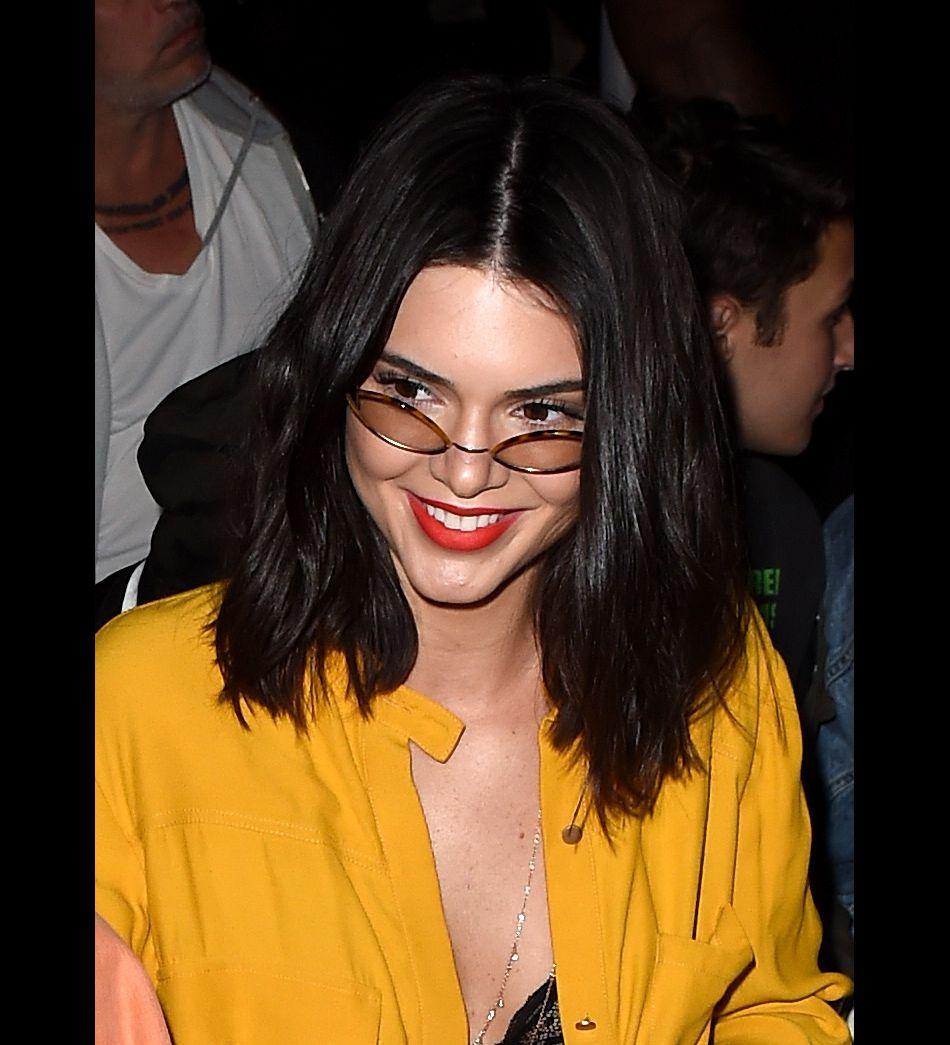 Kendall Jenner et son nouveau carré long est chic à souhait.