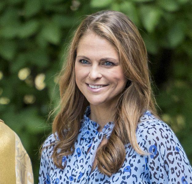 Madeleine, princesse souriante, maman de deux enfants, et très friande de Facebook.