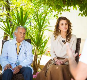 Rania de Jordanie : généreuse dans une tenue audacieuse !