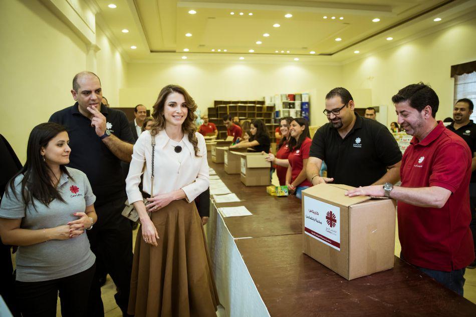Rania de Jordanie oeuvre pour que les plus démunis puissent rompre le jeûne au mieux.