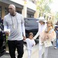 Lamar Odom et sa femme Khloe Kardashian avec les enfants de Kourtney, Mason Disick et Penelope Disick en mars dernier. Khloe avait décidé de rester avec Lamar pour les fêtes de Pâques, mettant de côté sa demande de divorce.