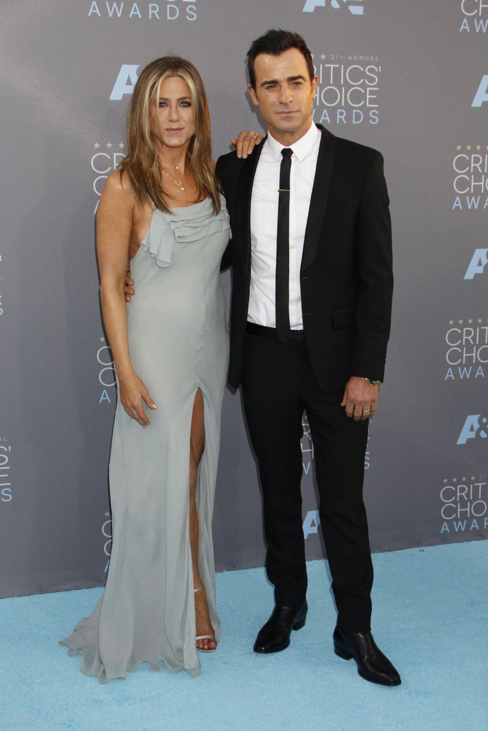 L'actrice de 47 ans, mariée à Justin Theroux, a démenti la rumeur.