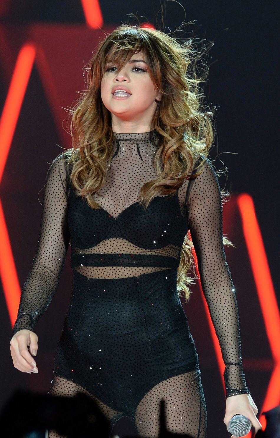 En pleine tournée de son Revival Tour, les tenues de Selena Gomez sont dignes de défilés de mode.