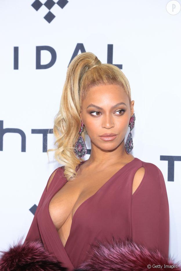 Beyoncé et son blush féminin.
