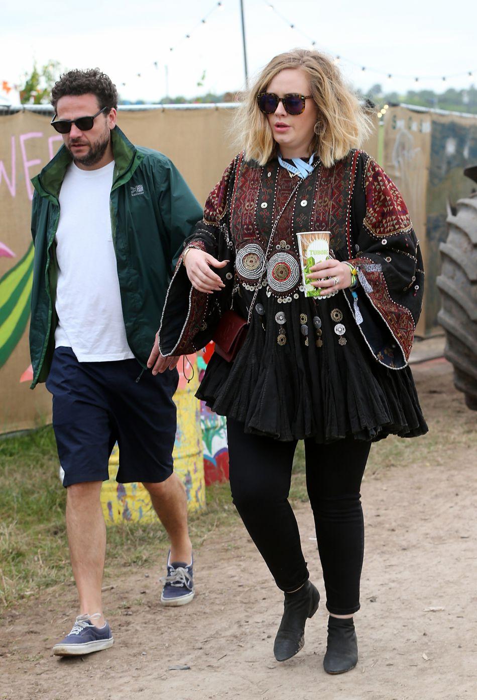 Adele a opté pour une tunique brodée parfaitement ethnique et moderne. On craque.