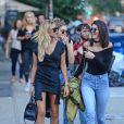 Kendall Jenner éclipse ses copines avec son top transparent et rayonne dans les rues de New York.
