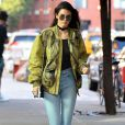 Kendall Jenner fait mouche avec son blouson oversize.