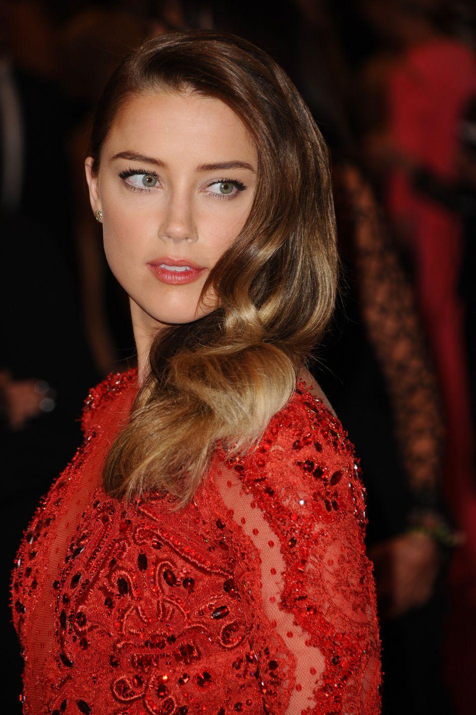 Amber Heard accuse Johnny Depp de violences conjuguales. Selon une source citée par les tabloïds, elle serait convaincue que son époux lui aurait aussi été infidèle.