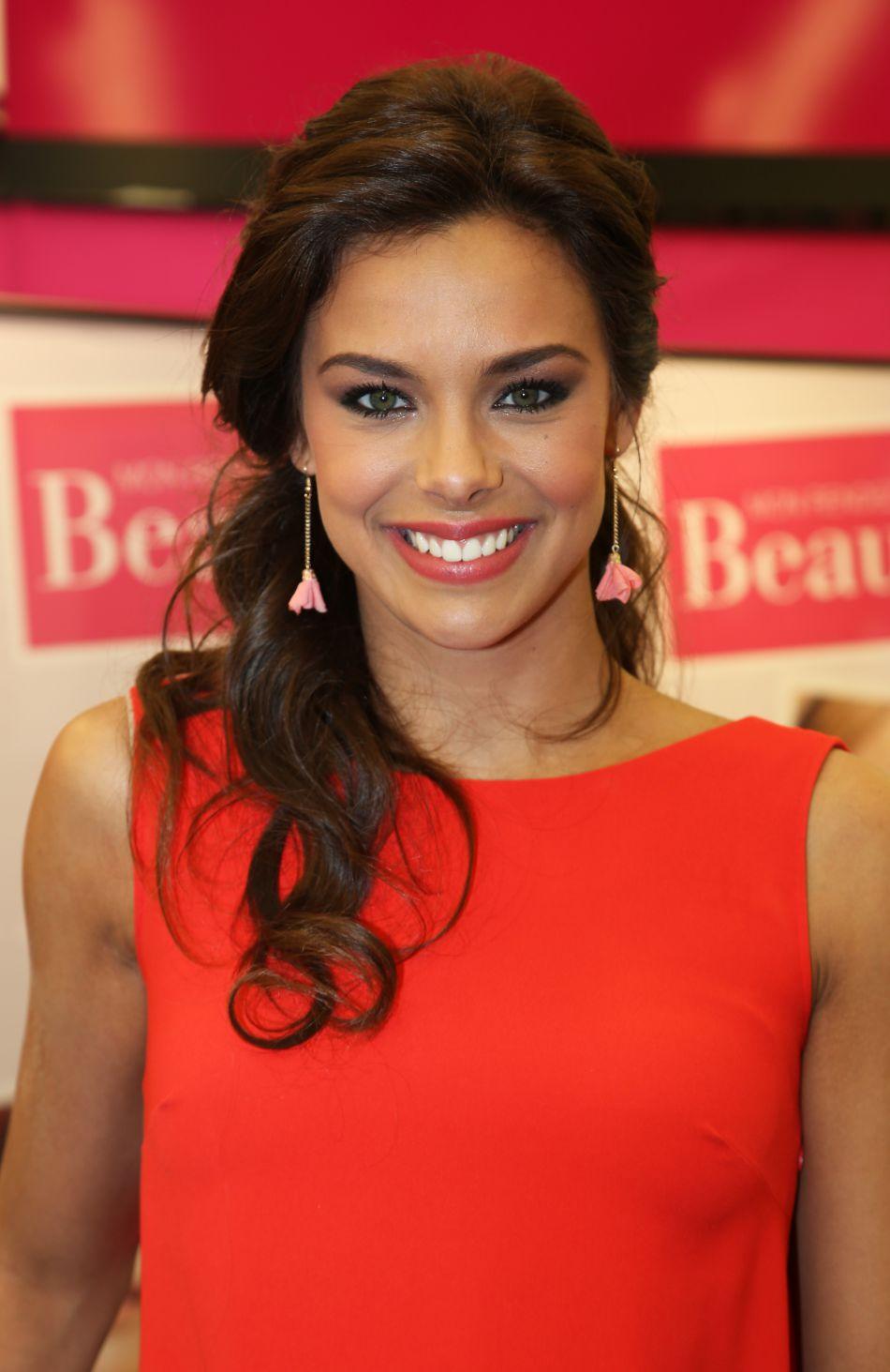 Miss France 2013 a retrouvé son amoureux à l'autre bout du monde.