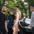 Les tops Kendall Jenner et Bella Hadid à l'entrée de l'hôtel George V