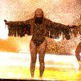 Beyoncé porte un body du designer britannique Julien Macdonald.