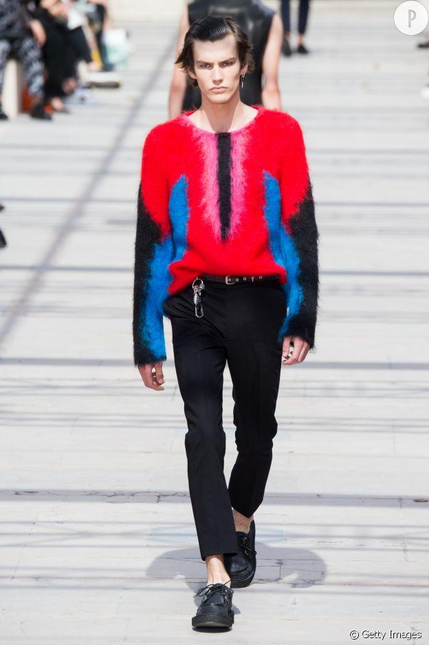Chez Louis Vuitton, le pull se porte façon mohair coloré.