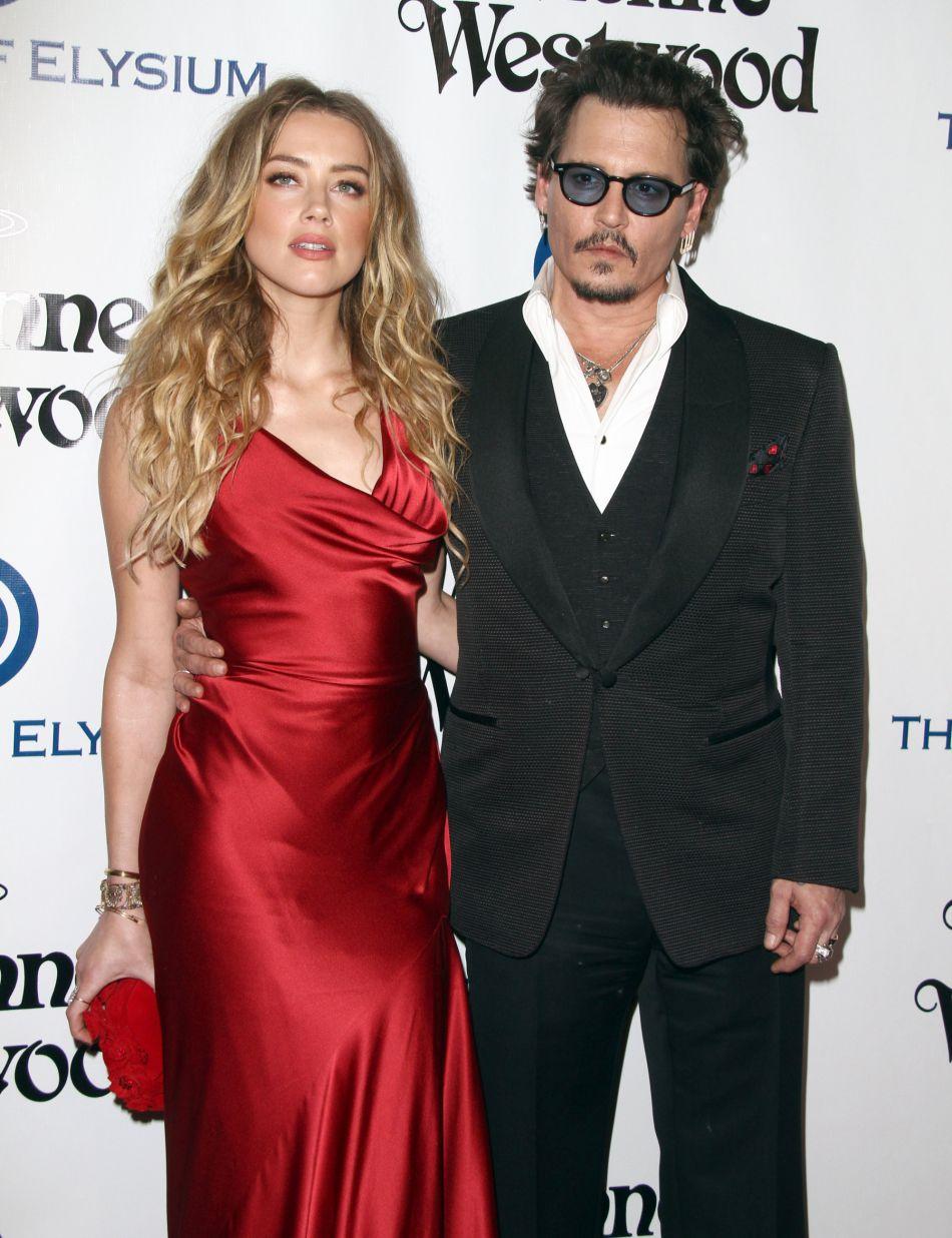 Accusé de violences conjugales par Amber Heard, Johnny Depp est tenu de garder ses distances avec elle.