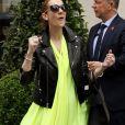 De retout à Paris pour une série de concert, Céline Dion rencontre un succès immense. Des dates ont été rajoutées à sa tournée, pour arriver en tout à neuf shows parisiens.