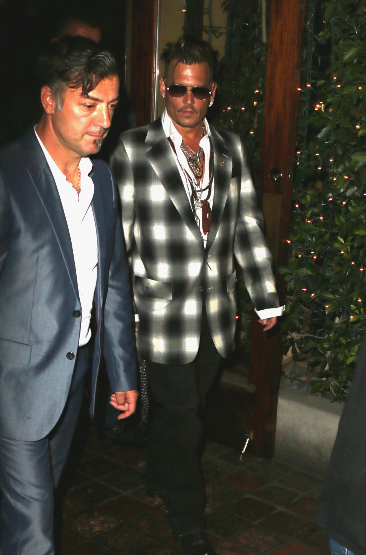Johnny Depp et ses enfants Lily-Rose et Jack John Christopher, sortent du restaurant Ago à Los Angeles, le 29 juin 2016.