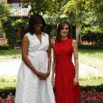 Robe blanche pour Michelle, robe rouge pour Letizia. C'est l'Américaine qui l'emporte face à l'Espagnole.