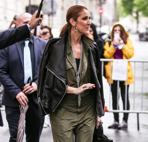 Céline Dion toujours plus lookée à Paris.