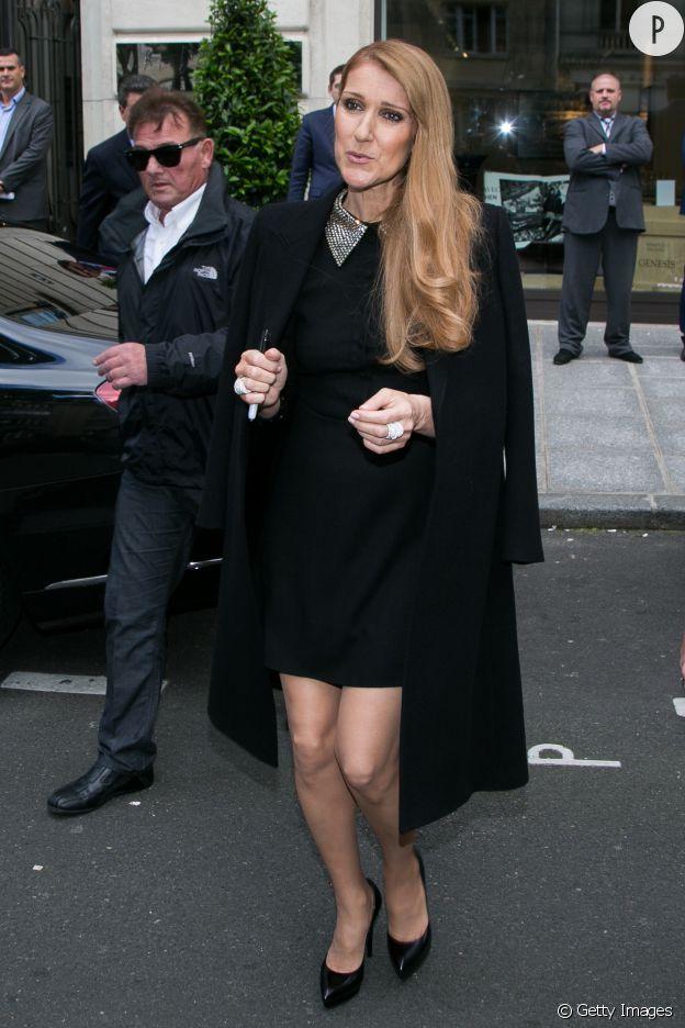 Céline Dion porte un total look Saint Laurent.