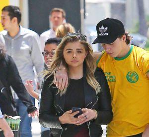 Malgré la distance, Brooklyn rend visite à sa copine à Los Angeles le plus souvent possible.