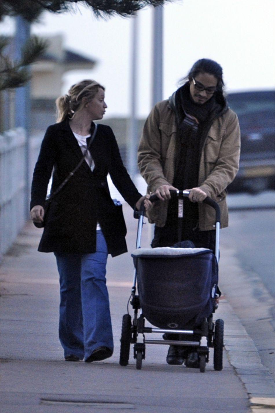 Elle est la compagne de longue date du réalisateur Kim Chapiron.