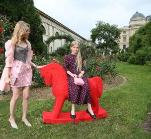 Natalia Vodianova est venue au défilé de Ulyana Sergeenko en compagnie de sa seule fille, la ravissante Neva.