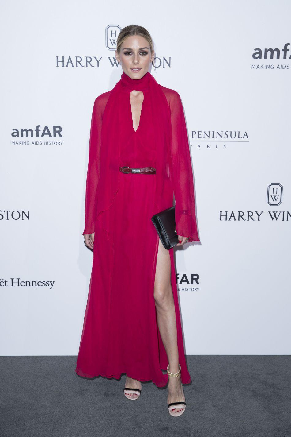 Olivia Palermo a misé sur une longue robe rouge au fendu XL.