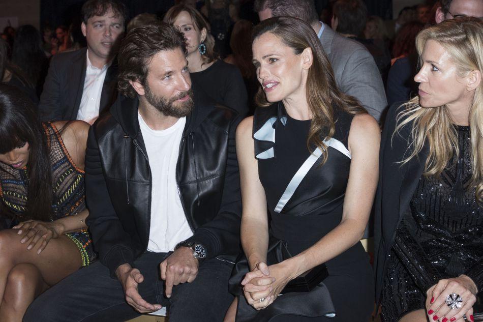 Bradley Cooper et Jennifer Garner au défilé de mode Haute,Couture automne,hiver  2016/2017 Atelier Versace à Paris, le 3 juillet 2016.