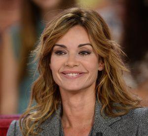 """Ingrid Chauvin sur le plateau de """"Vivement Dimanche"""" pour la promotion de la pièce """"Avanti!"""" de Samuel Taylor."""