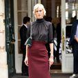 Aymeline Valade remporte la palme de l'élégance en front row chez Dior.