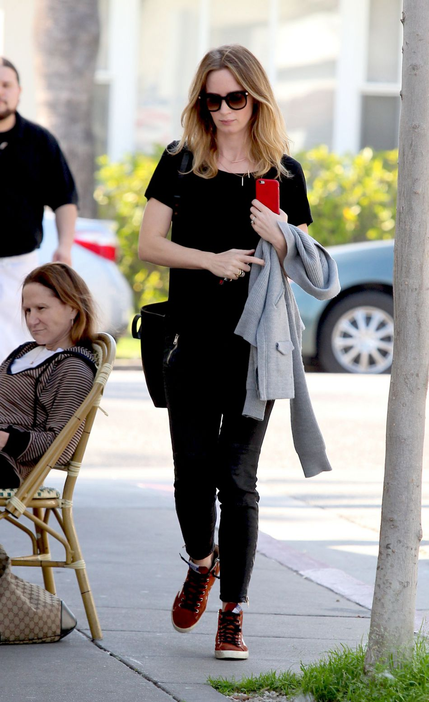 Emily Blunt est l'heureuse maman de Violet, tout juste âgée de deux semaines.