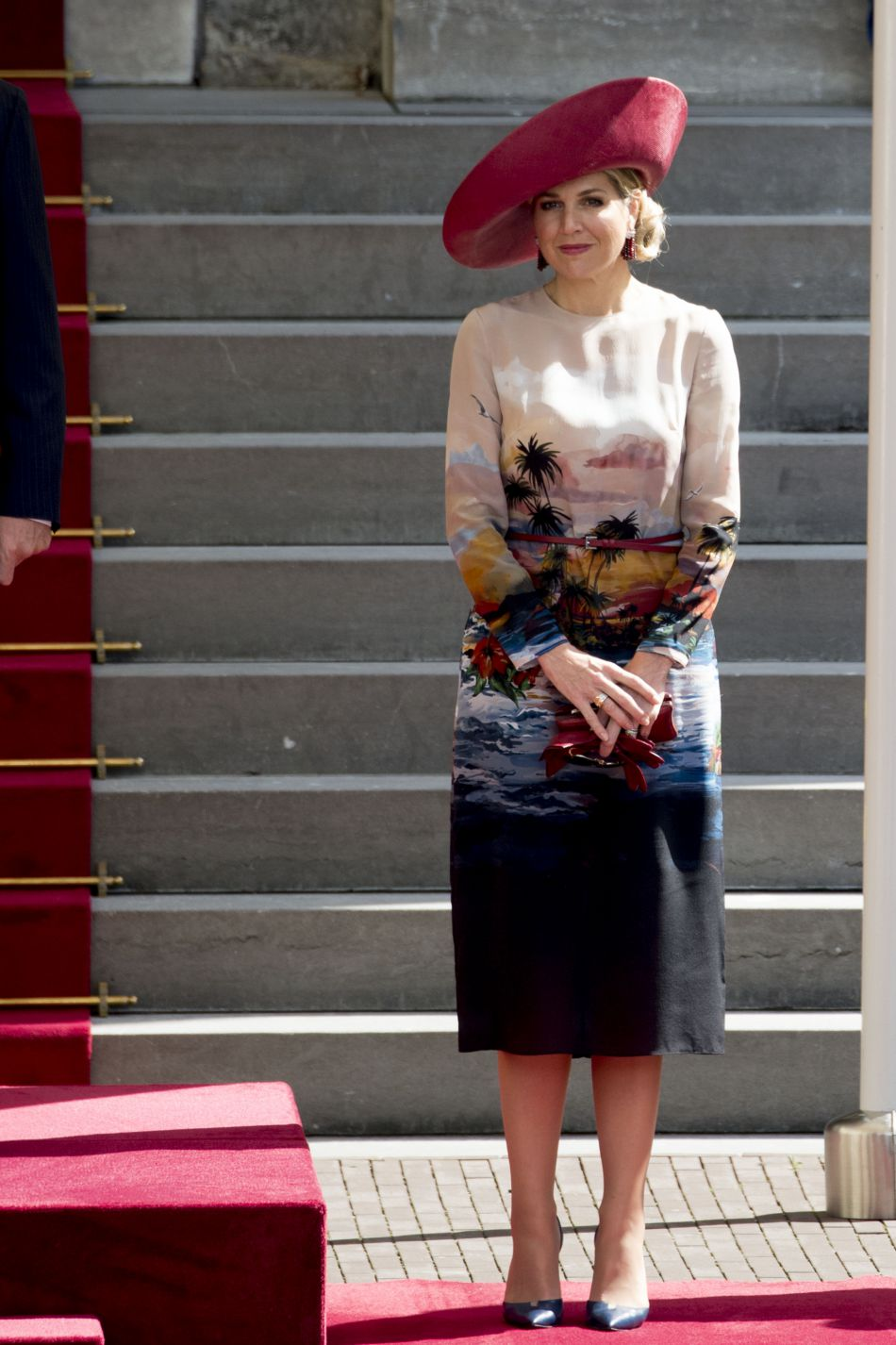 Maxima des Pays-Bas ose la robe hawaienne.