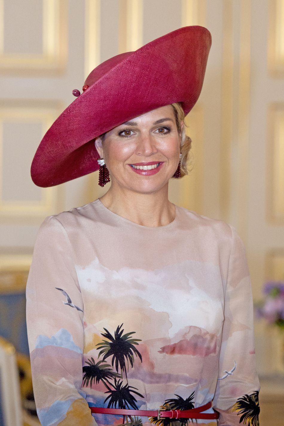 Le look est complété par une capeline XXL françoise.