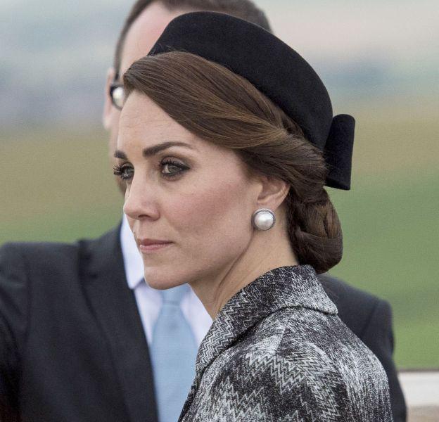 Kate Middleton s'affiche toujours avec des chignons impeccables.