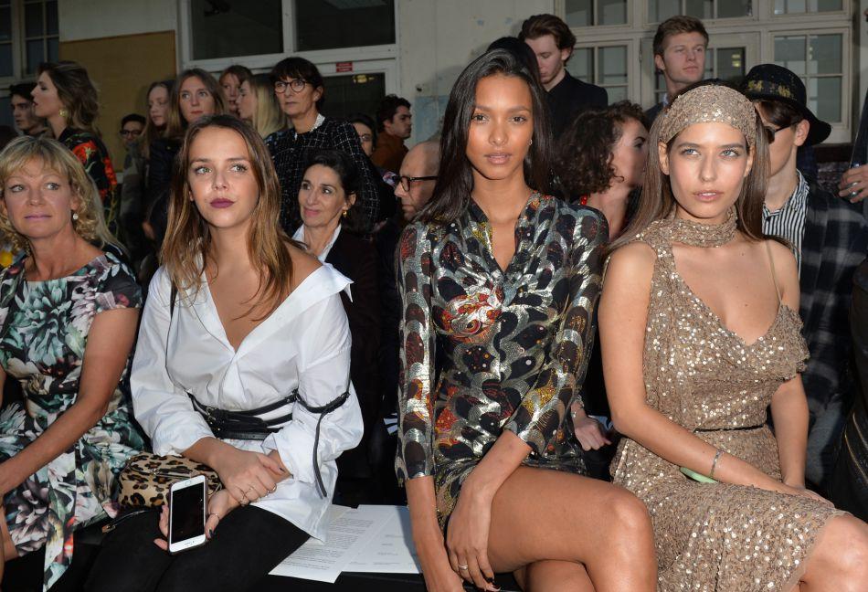 Pauline Ducruet et le mannequin brésilien  Lais Ribeiro , assiste au défilé de mode John Galliano, collection prêt-à-porter Printemps-Eté 2017 à Paris, le 2 octobre 2016.